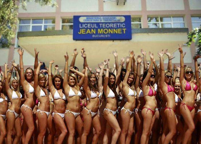 De frică să nu fie date afară din cauza fustei, elevele de la Jean Monnet vin la școală în bikini