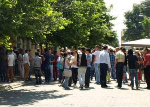 Elevii de la Bolintineanu duşi la audieri le-au dat şpagă poliţiştilor ca să le spună ce să declare