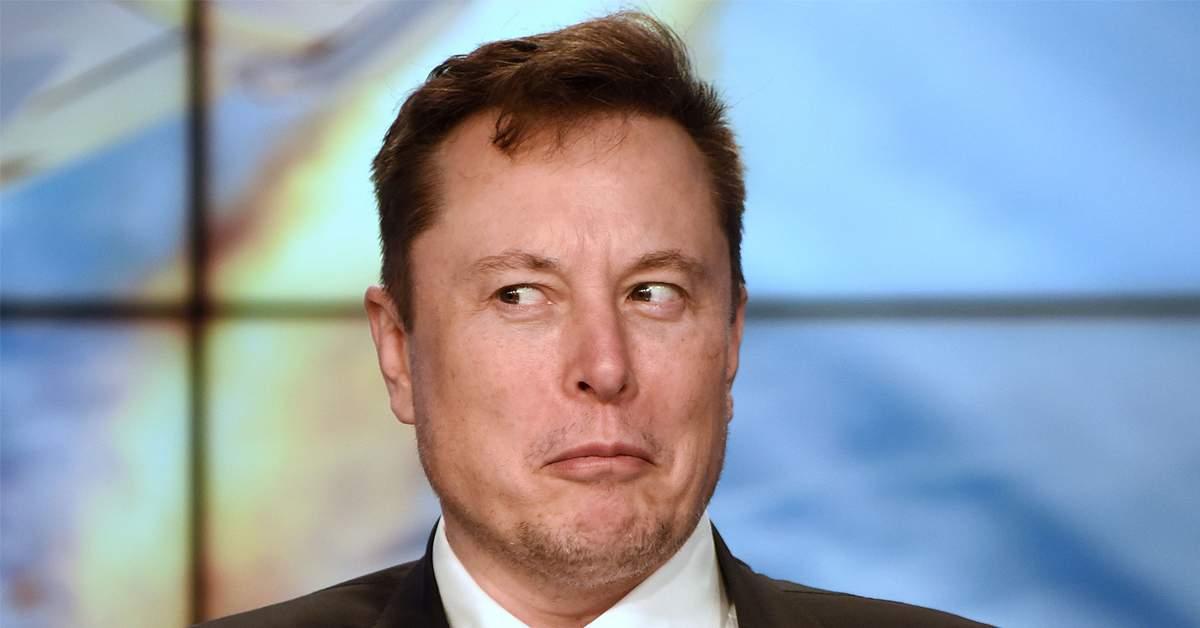 Elon Musk, amendat pentru că și-a plimbat sateliții deasupra României fără declarație