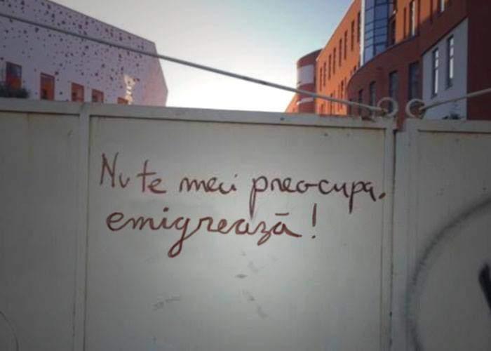 """În sfârşit, un mesaj inteligent pe zidurile din București: """"Nu te mai preocupa, emigrează!"""""""