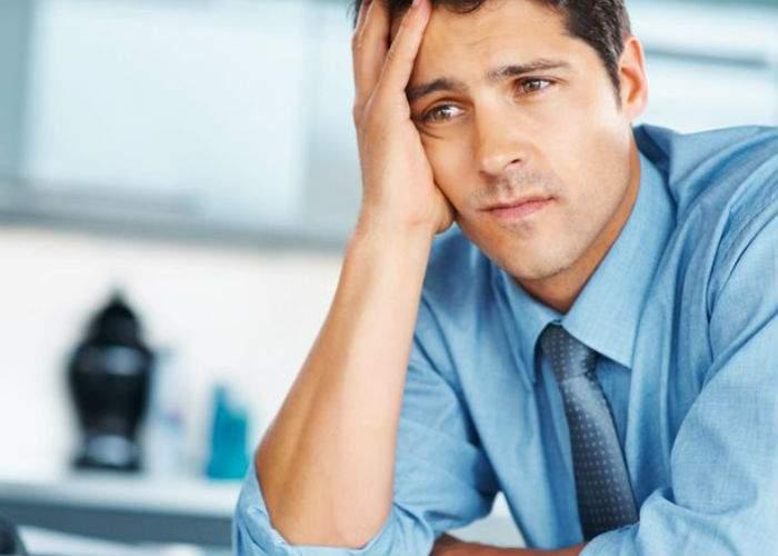 Tot mai mulţi patroni cer angajaţilor un cod de reîncărcare de 10 Euro pentru a le plăti salariul