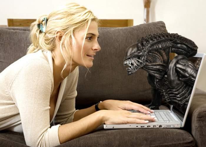 Româncele au întâlniri online cu extratereştri!