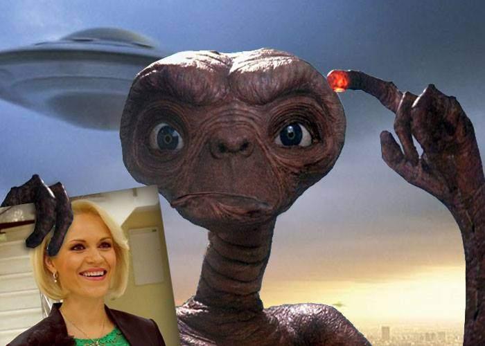 O civilizație extraterestră a venit pe Terra doar ca să ne confirme că Gabi Firea e cea mai proastă ființă din Univers