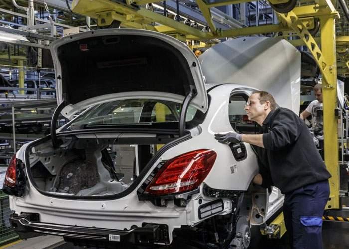 Adevăratul motiv! Mercedes nu vine în România fiindcă vrea o fabrică din care angajaţii să nu fure