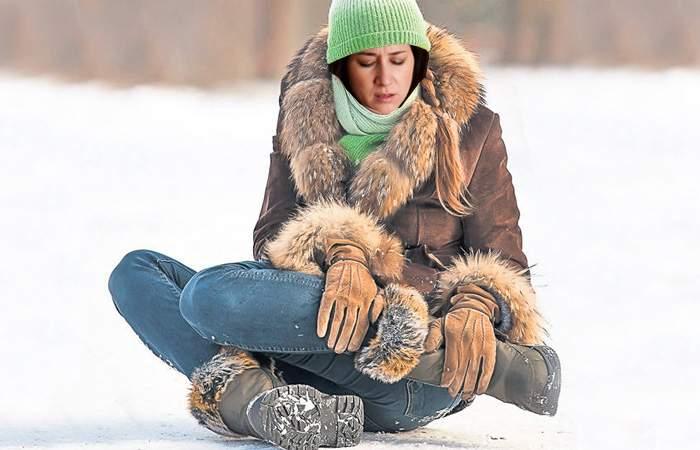 Studiu! Românii fac iarna entorsă nu pentru că alunecă pe gheață, ci pentru că fug de administrator