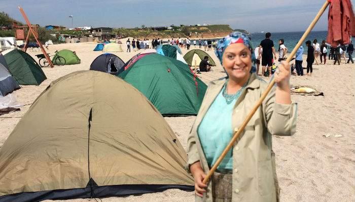 O femeie din cortul unui politehnist din Vama Veche era maică-sa, venită să-i facă un pic de curăţenie