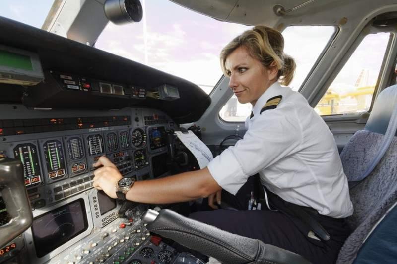 Tipic! O femeie pilot a zburat 800 km cu frâna de mână trasă