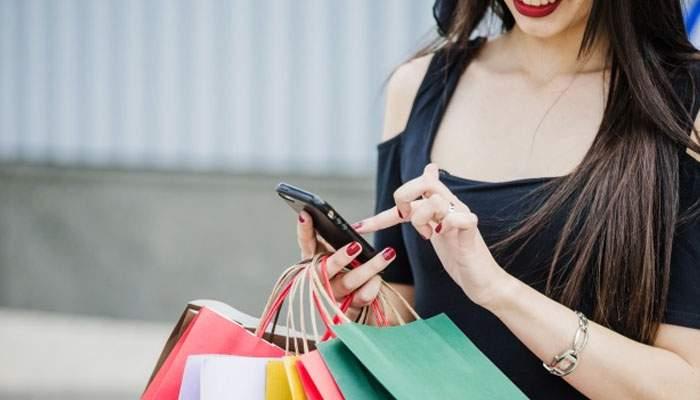 De când se pot face plăţi şi cu telefonul, un bărbat îşi sună soţia încontinuu, să limiteze pagubele