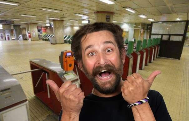 Fenomen ciudat la metrou! Dacă ești din Drumul Taberei, turnicheţii se deschid singuri, de milă