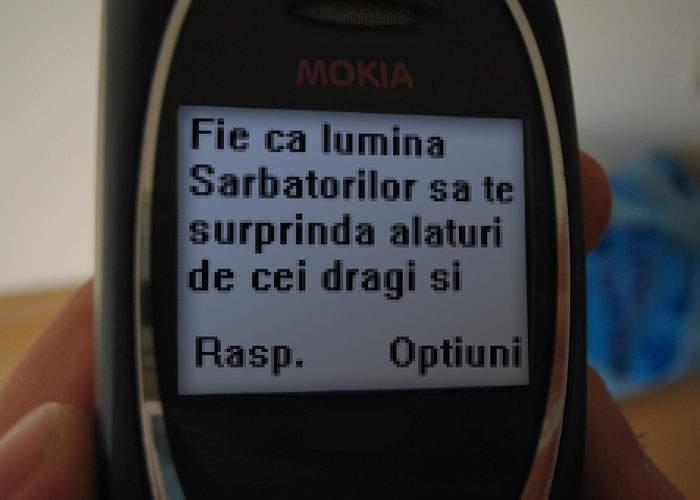 """De Sărbători, companiile de telefonie vor taxa dublu SMS-urile care încep cu """"Fie ca…"""""""