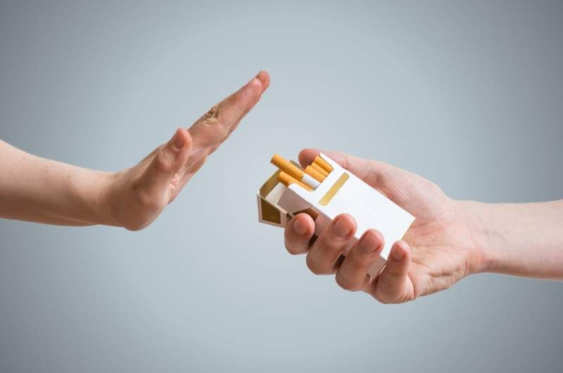 Cei care s-au lăsat de fumat acum 10 ani încep să cumpere apartamente cu banii strânşi