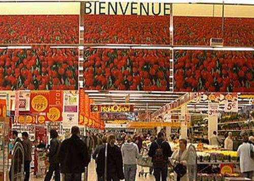 Un supermarket din Franţa le interzice românilor accesul la banii din casa de marcat