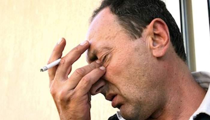 Noi măsuri contra fumatului. Dacă eşti prins fumând în bar ţi se dă bon fiscal