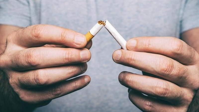 Ambiţios! Un român şi-a dat demisia ca să nu mai aibă bani de ţigări
