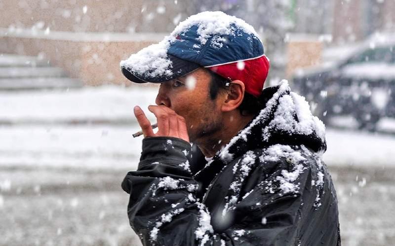 Studiu. Mulți români se apucă de fumat doar ca să se încălzească puțin