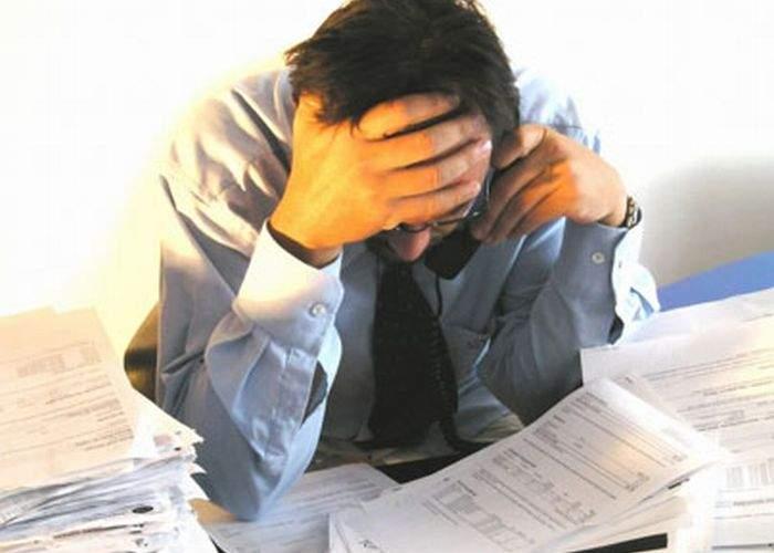 Victime încă de la primele minute de muncă din 2013: funcționarii publici se plâng deja de epuizare