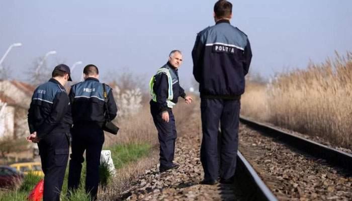 Pasarela de cale ferată de la Ploieşti, luată de hoţii de fier vechi. Din păcate traficul e tot blocat, că au luat şi şinele