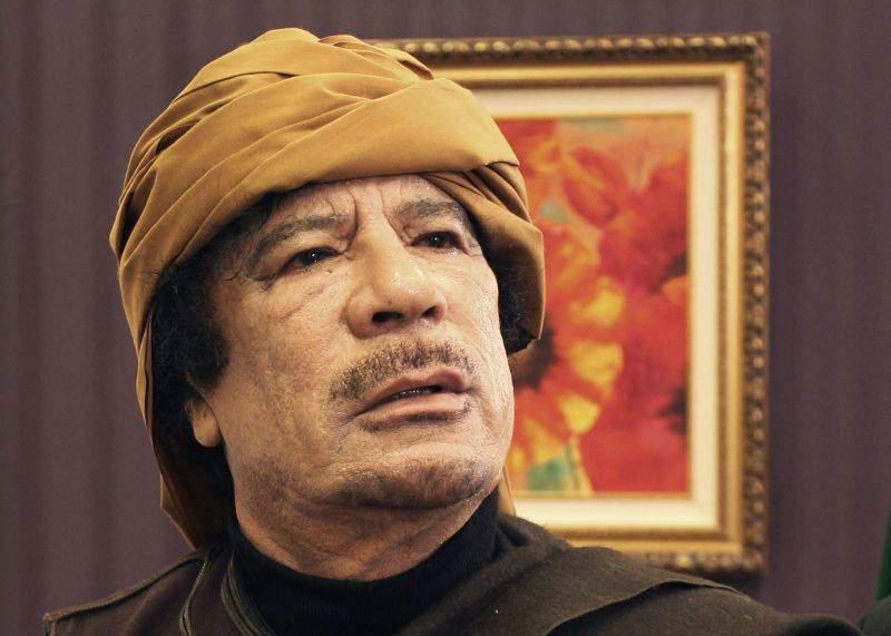 În reședința lui Gaddafi s-au descoperit poze cu Elena Udrea goală