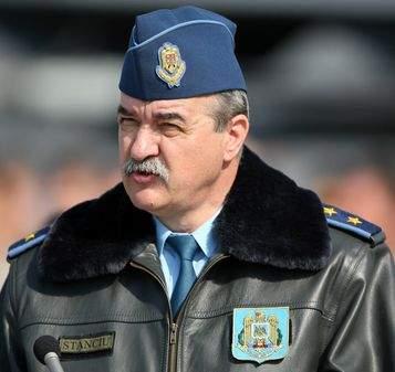 Şeful piloţilor români habar n-are să se urce într-un avion