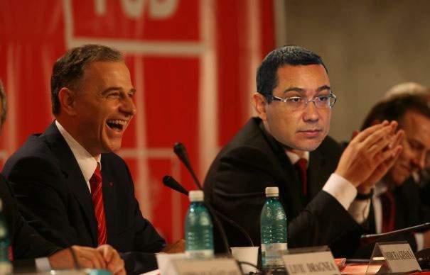 """Geoană râde de Ponta: """"Fraiere, nici măcar n-ai apucat să zici «Daciana, dragostea mea!»"""""""
