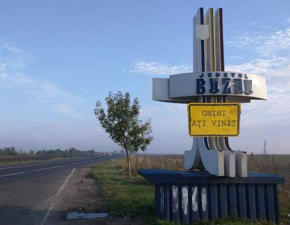 """Dovada supremă că buzoienii sunt moldoveni! La intrare în județ scrie """"Ghini ați vinit"""""""