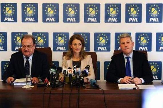 Reformă în PNL. Ca să te poţi înscrie în partid îţi trebuie recomandare de la doi membri PSD