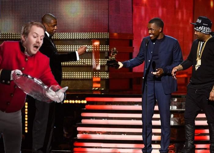 Reprezentantul României la premiile Grammy s-a împiedicat şi a vărsat tava pe un invitat