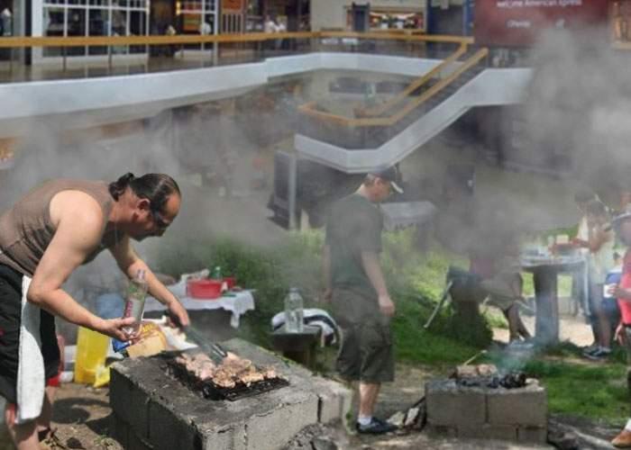 Un mall din Bucureşti a dat lovitura! A înlocuit food court-ul cu un spaţiu de grătare