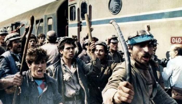 Măsurile populiste ale PSD continuă! După studenți, și minerii vor avea gratuitate pe trenurile CFR