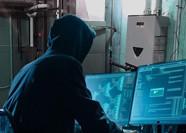 Un hacker s-a conectat la centrala vecinului şi acum are apă caldă gratis