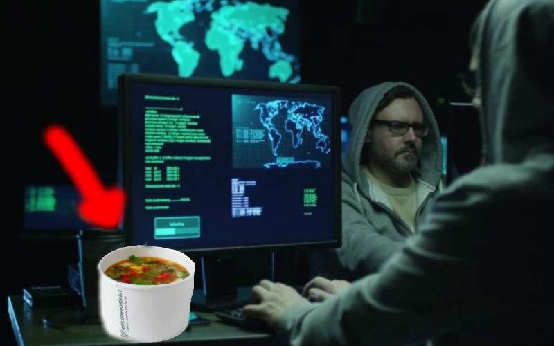 Hackerville are o scenă în care hackerii sparg un site de livrări şi comandă ciorbă gratis