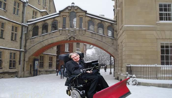 După ce şi-a instalat un soft Siveco, Stephen Hawking a câştigat licitaţia de deszăpezire la Oxford