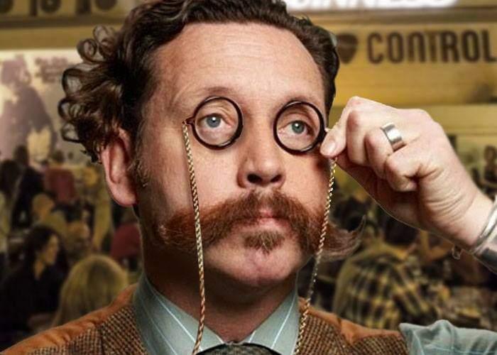 Un român e atât de hipster încât în loc de ochelari poartă două monocluri