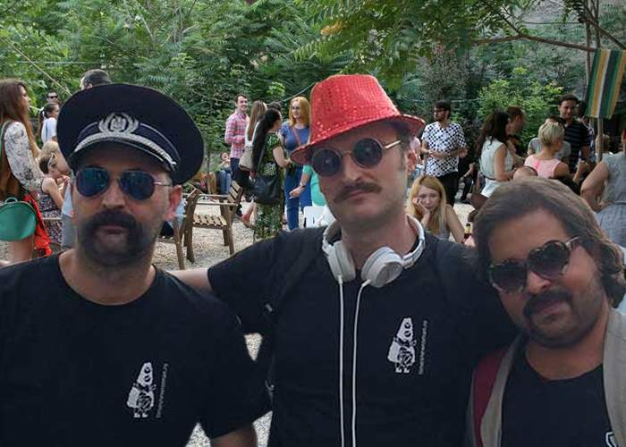 Mii de hipsteri au venit bărbieriţi la job, ca să nu fie recunoscuţi de colege şi să le dea mărţişor