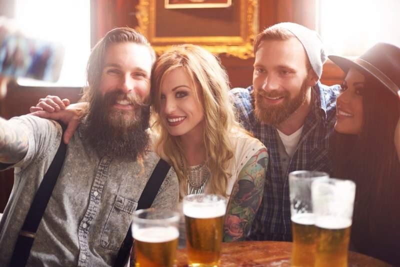 (P) Cum trebuie să fie o bere? Vrem idei puternice de la bărbaţi cum trebuie