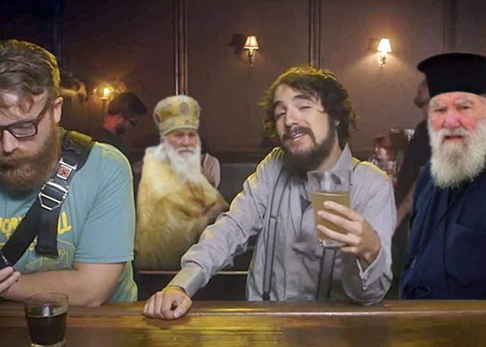 Moda hipsterilor cu barbă, apreciată de preoţi. Pot ieşi la băut fără să-i arate lumea cu degetul