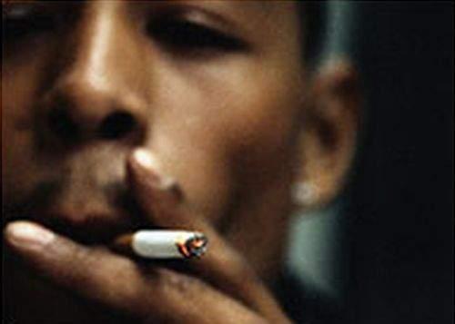 Un homosexual de culoare din Ungaria acuză: noi, fumătorii, suntem discriminaţi!