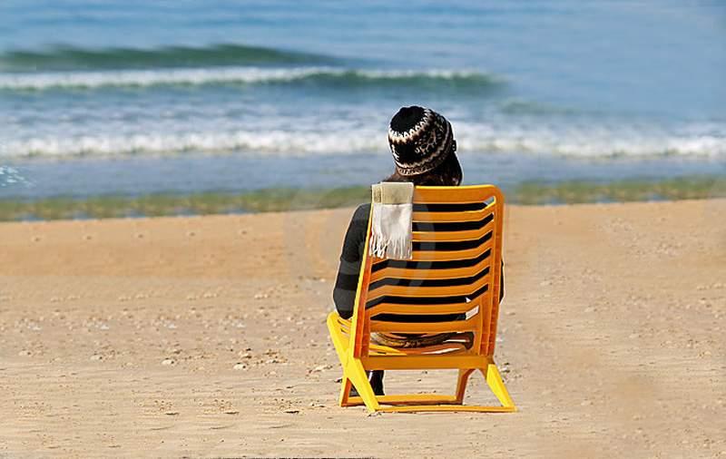 """Reclamă genială pe litoral: """"Vino la mare în decembrie. Nu sunt manele şi poţi auzi valurile!"""""""
