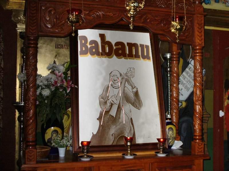 Miracol în Vaslui! O icoană a Sfântului Babanu a început să lăcrimeze alcool
