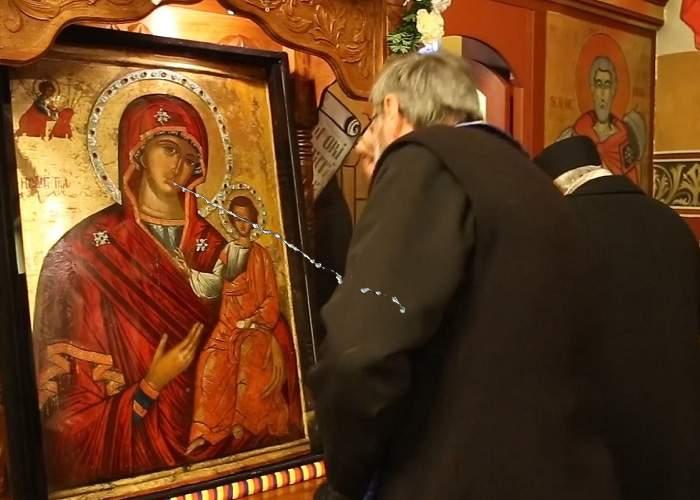 Icoană satanistă într-o biserică din Mehedinți? În loc să lăcrimeze, îi scuipă pe enoriași între ochi