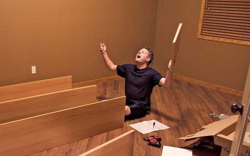 Efectele noului IKEA! Mii de bucureşteni lipsesc de la muncă azi, că încă asamblează