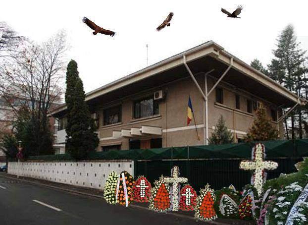Aniversăm 26 de ani de la alegerile din '90: românii au depus coroane la locuinţa lui Ion Iliescu