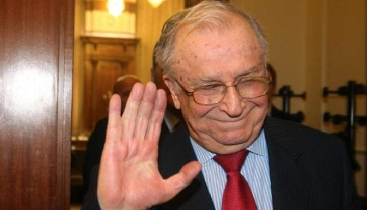 Tolontan, rugat de români să scrie ceva de Ion Iliescu, poate scăpăm cumva și de el