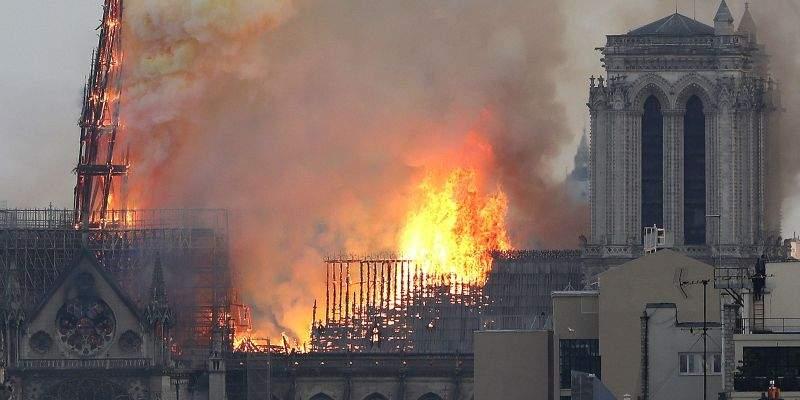 Incendiul, pornit de la un grătar cu mici! Francezii dau vina pe Cocoşatu de la Notre Dame