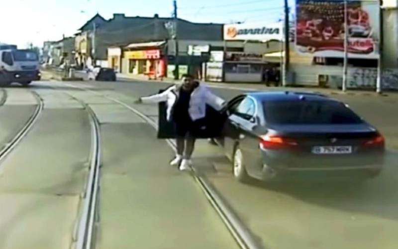 Incidentul cu tramvaiul, rămas fără efecte. Cei mai mulţi tineri tot BMW vor să conducă