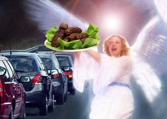 Minune pe DN1. La un şofer blocat în trafic a venit un înger şi i-a adus mici