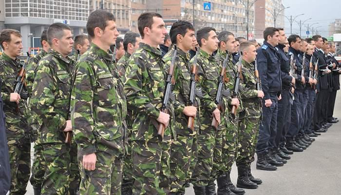 Deși n-au făcut armata, milioane de bărbați vor să plece pe front în perioada 1-8 Martie