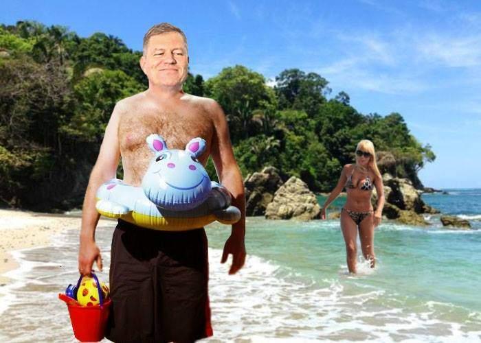 Avem dovada! Klaus Iohannis, aflat în vacanţă în Costa Rica, a postat o poză în care se vede Elena Udrea