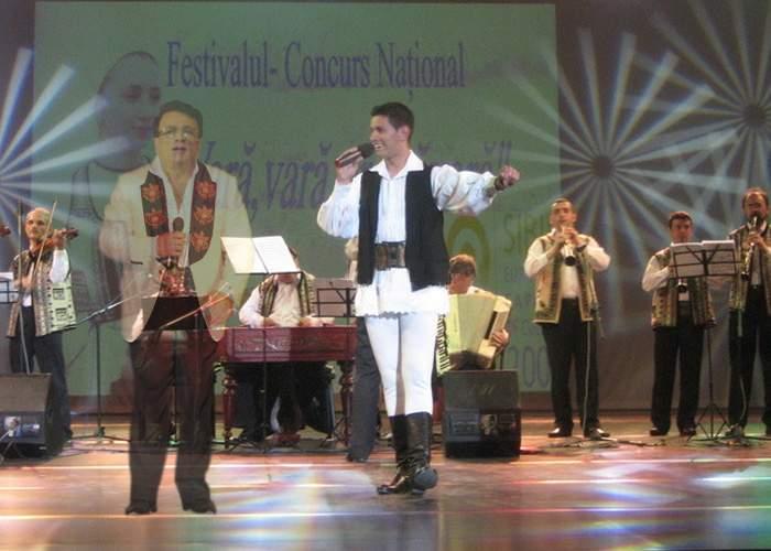 Holograma lui Ion Dolănescu a isterizat publicul la un festival de folclor