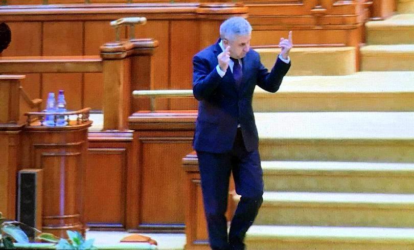 10 lucruri despre gestul obscen al lui Iordache din Parlament